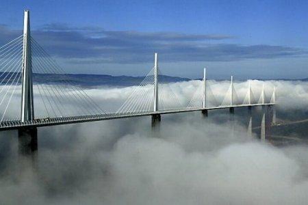 Мост Мийо (Франция) – парящий в облаках.