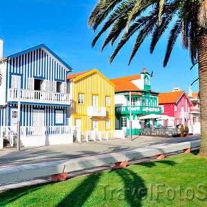 Визиткой небольшого рыбацкого поселкаКошта Нова(CostaNova), расположенного на побережье Атлантического океана,на севере Португалии, являются дома в полоску.